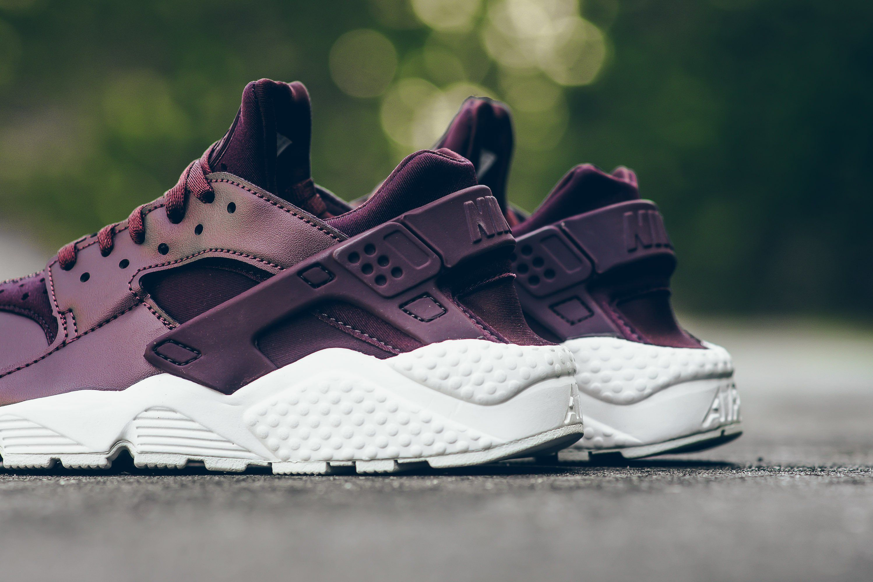 Nike-Air-Huarache-Metallic-Mahogany-