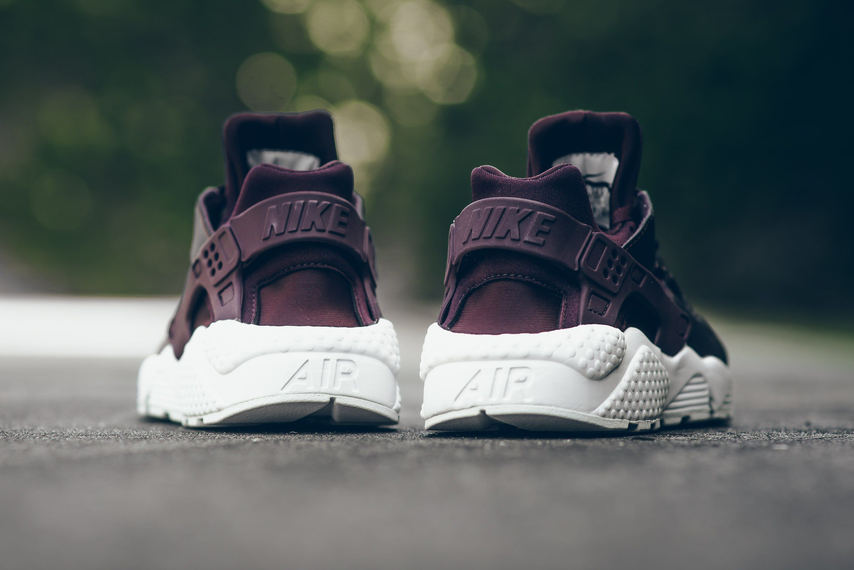 Nike-Air-Huarache-Metallic-Mahogany-3
