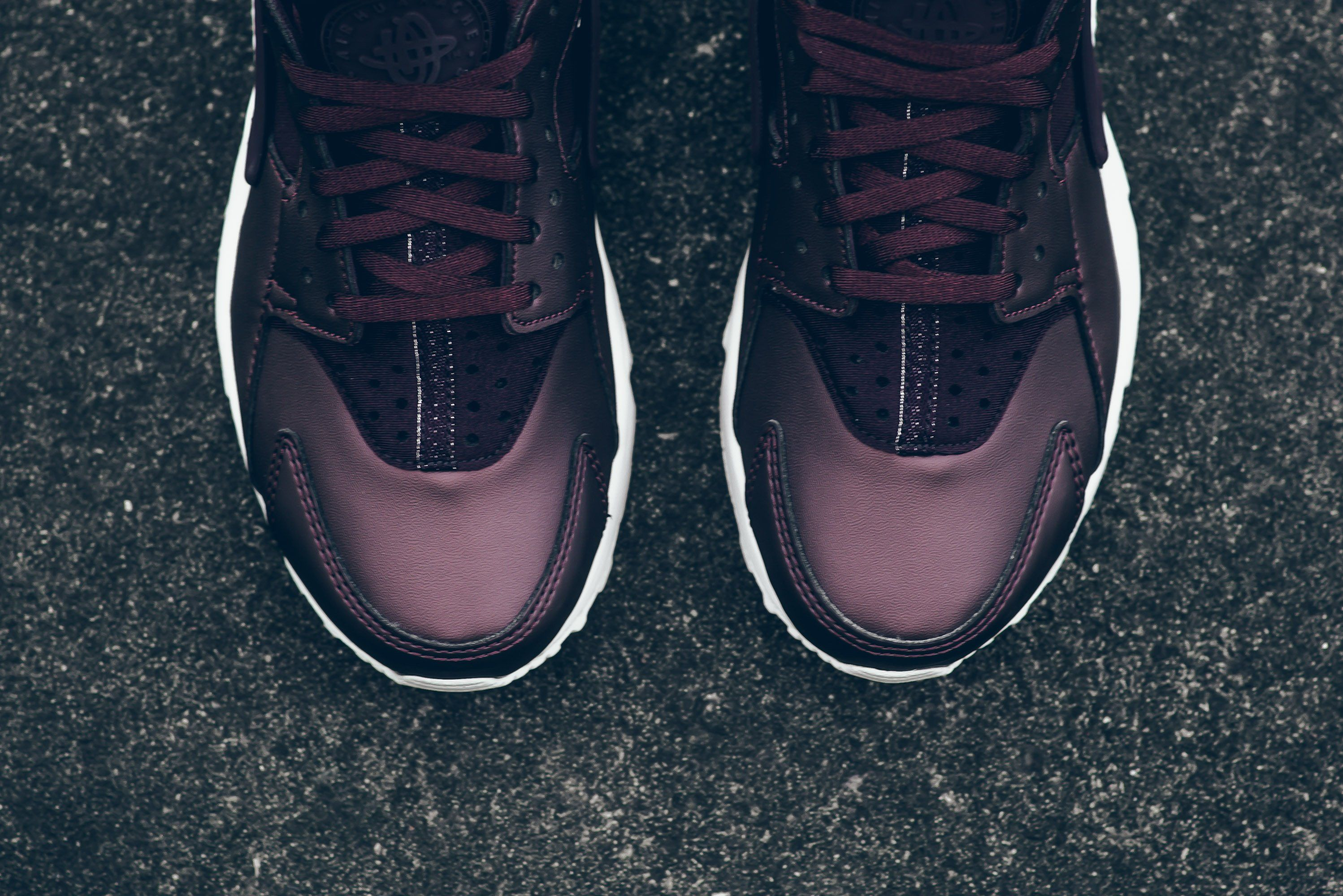 Nike-Air-Huarache-Metallic-Mahogany-4