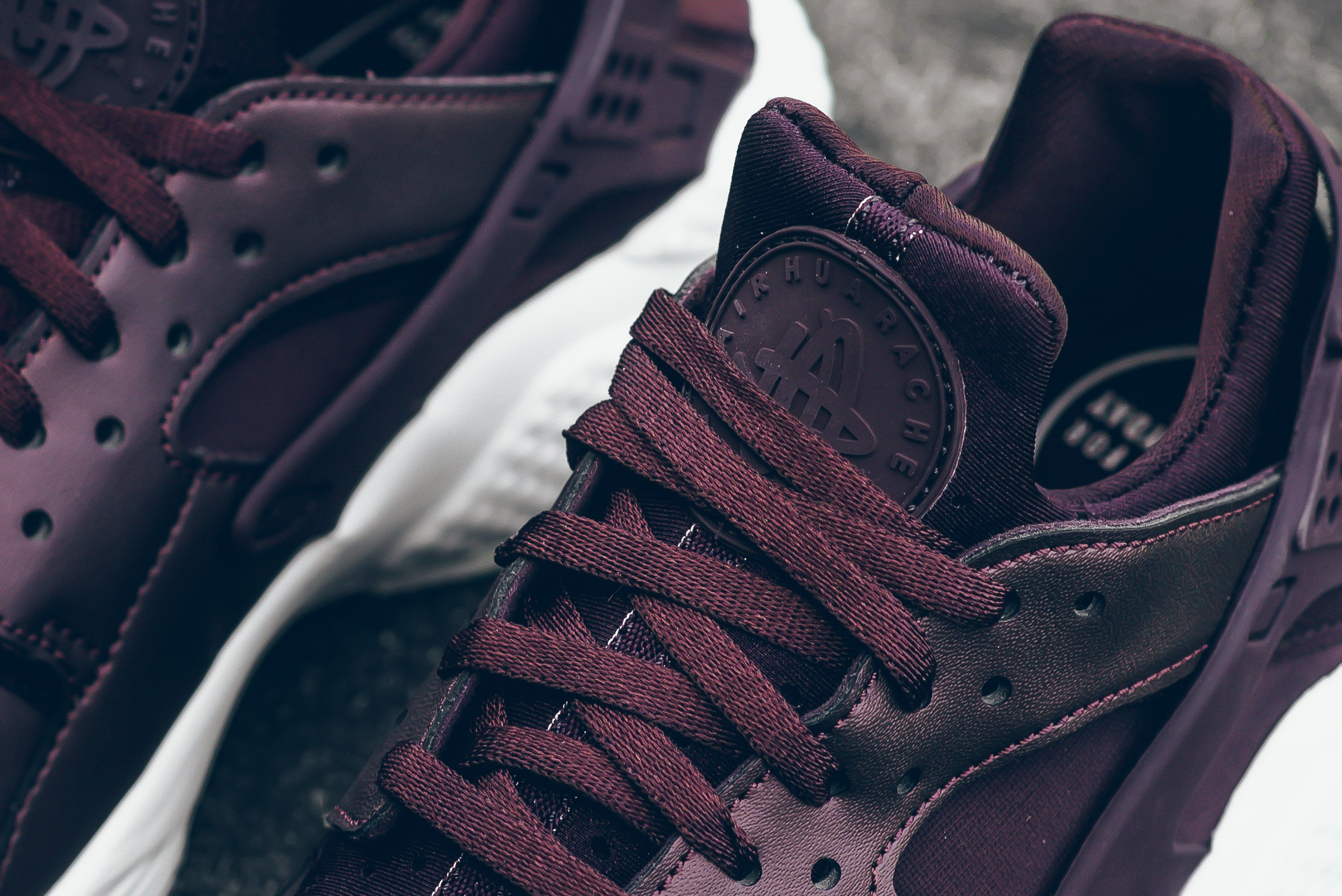 Nike-Air-Huarache-Metallic-Mahogany-5