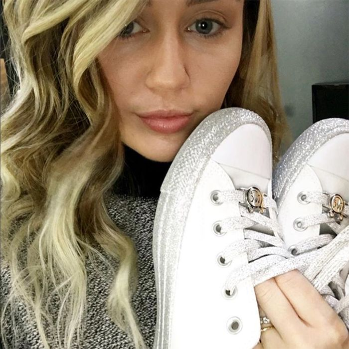 MYLEY-CYRUS-CONVERSE-CHUCK-TAYLOR-ALL-STAR-SNEAKER-FREAKER-7