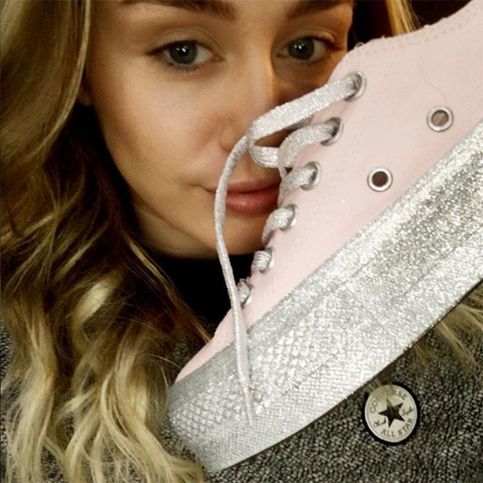 MYLEY-CYRUS-CONVERSE-CHUCK-TAYLOR-ALL-STAR-SNEAKER-FREAKER-9
