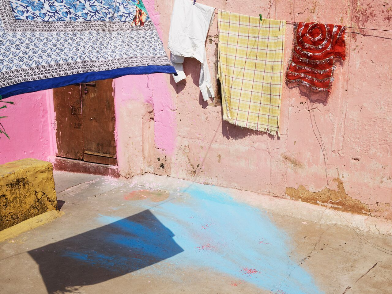 +H21253_adidas_Originals_PHARRELL_WILLIAMS_Hu_Holi_Powder_Dye_Key_Visual_Environmental_Shot_2_preview