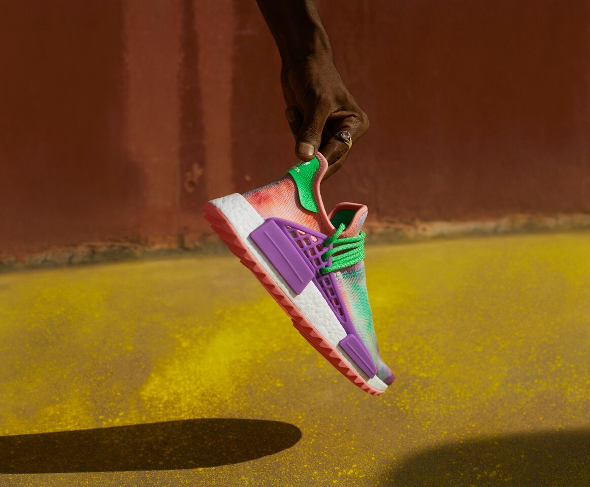 +H21253_adidas_Originals_PHARRELL_WILLIAMS_Hu_Holi_Powder_Dye_Key_Visual_FTW_Single_Shot_preview