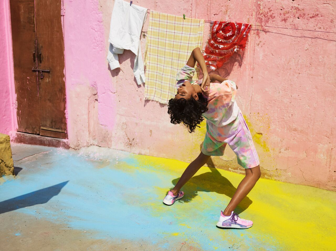 +H21253_adidas_Originals_PHARRELL_WILLIAMS_Hu_Holi_Powder_Dye_Key_Visual_Product_Shot_2_preview